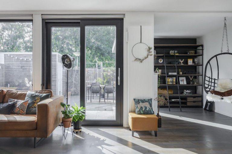 Select Windows Drachten - Trendy zwarte schuifpui in Leeuwarden - Wat kosten kunststof kozijnen