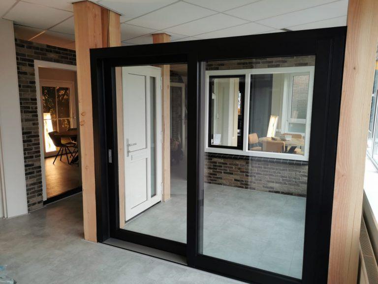 Select Windows Drachten - nieuwe showroom - zwarte schuifpui